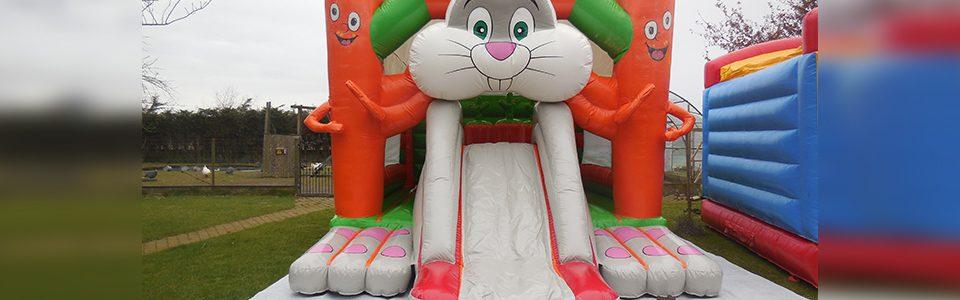 springkasteel konijn met glijbaan
